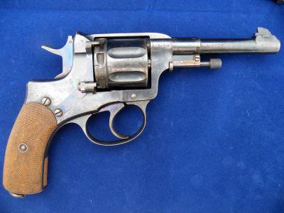 револьвера.